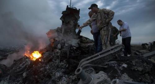 Abbattuto aereo della Malaysia Airlines con centinaia di civili a bordo